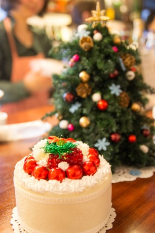 ケーキとクリスマスツリー